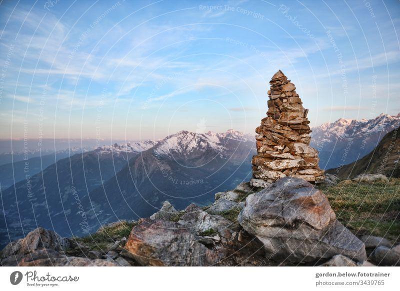 #Bergweltromantik Tageslicht Farbe Querformat wenig Farbe Himmel Berge Panoramaaufnahme Natur Außenaufnahme Berge u. Gebirge blau natürlich Menschenleer