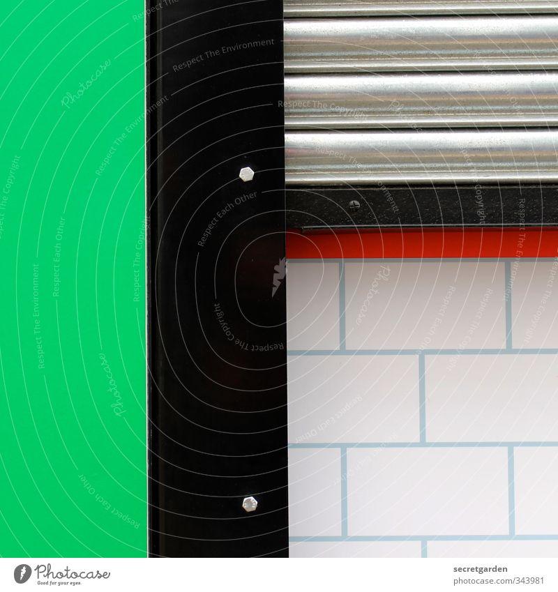 geordnete verhältnisse. grün weiß rot schwarz Fenster Wand Architektur Mauer Metall Ordnung Sauberkeit Zusammenhalt Stahl eckig graphisch minimalistisch