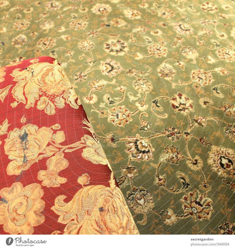 immer schön auf dem teppich bleiben! Häusliches Leben Wohnung Haus Dekoration & Verzierung Möbel Sessel Raum Teppich alt retro mehrfarbig Irritation Reichtum