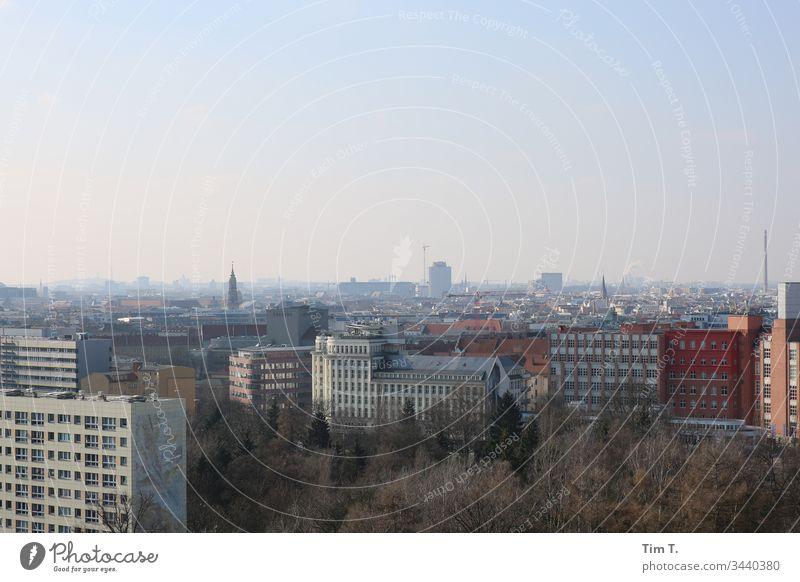 Berlin Ecke Prenzlauer Berg Außenaufnahme Stadt Menschenleer Stadtzentrum Altstadt Hauptstadt Tag Farbfoto Haus Fenster Gebäude Bauwerk Skyline