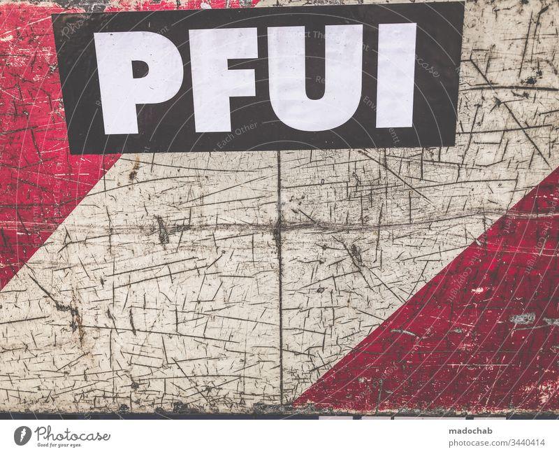 PFUI Botschaft Schrift Warnung Beurteilung Urteil Verurteilen Meinung Pfui Streetart Buchstaben Text Typographie Wort Schriftzeichen Collage Zeichen Sperrung