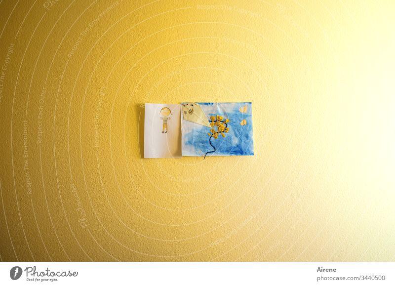 kleine Künstler kommen hier groß raus - Kinderzeichnung auf gelber Wand Bild Buntstiftzeichnung drachensteigen Zeichnung Drachen Drachen steigen lassen bunt