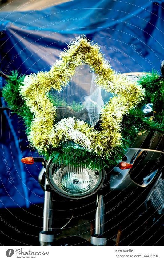 Stern advent außen deko dekoration fransen glitter menschenleer moped motorrad scheinwerfer stern textfreiraum weihnachten weihnachtszeit weihnachtsstern