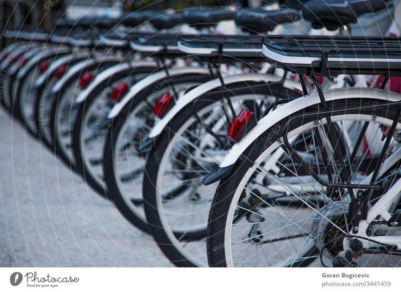 Öffentliche Fahrräder Großstadt Fahrrad Rad Verkehr urban Reihe Transport Ökologie Reifen Straße alternativ Mitfahrgelegenheit Miete umgebungsbedingt