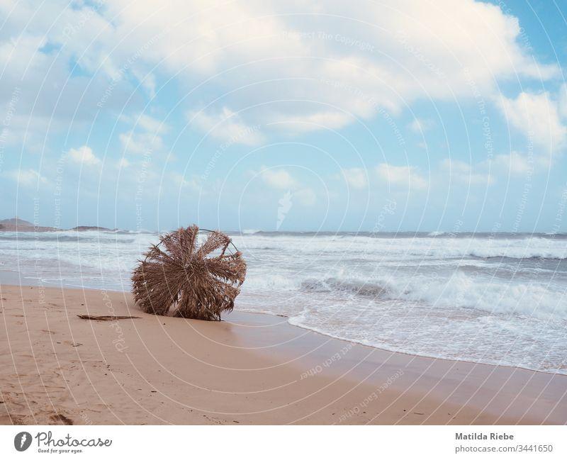 Strand nach dem Sturm Unwetter Meer Wolken Wasser Außenaufnahme Wellen Wind Küste Natur Himmel Landschaft Umwelt Menschenleer Wetter Insel Wolkenhimmel Ferne