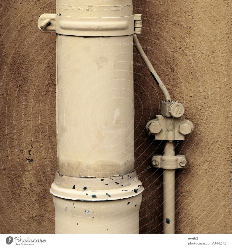 Mutter und Kind Technik & Technologie Dachrinne Blitzableiter Schraube Halterung Gebäude Mauer Wand Fassade Stein Metall fest Sicherheit Schutz Einigkeit