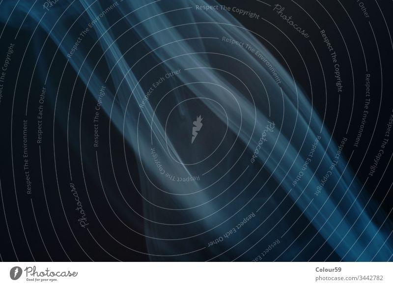 Dynamischer Fluss Tapete Raum Kreativität magisch strömen fließend Air Bewegung Rauch abstrakt Hintergrund Einfluss vereinzelt winken Design sanft Form schwarz
