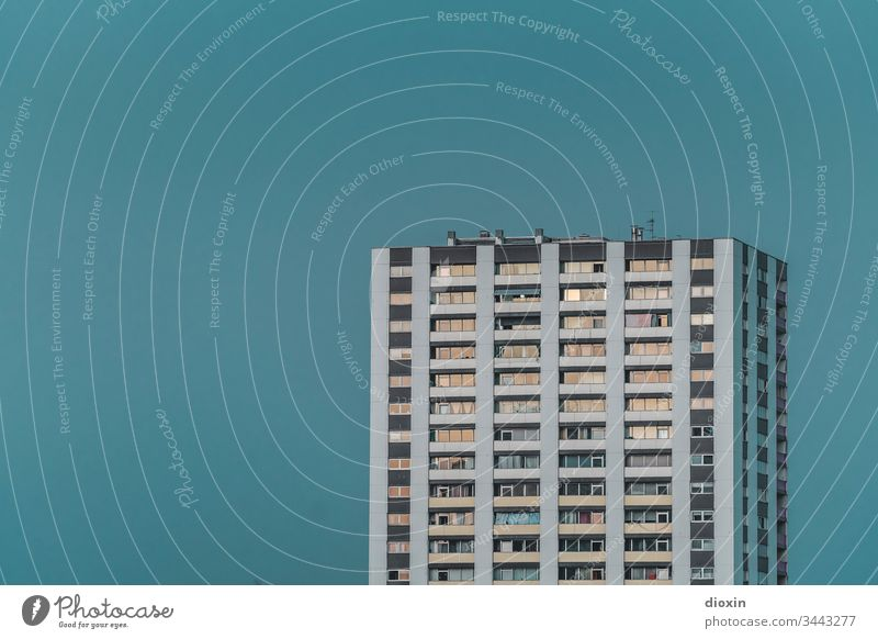 Geschosswohnungsbau [2] Ludwigshafen Deutschland Rheinland-Pfalz Häusliches Leben eckig Menschenleer Himmel Haus Tag grau trist Beton Wohnung urban stadtbild