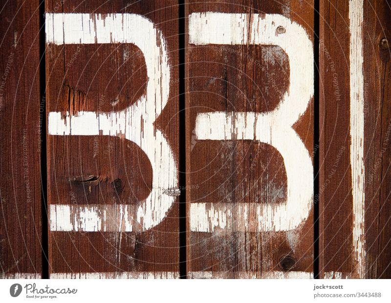33 nicht mehr, nicht weniger Detailaufnahme Gedeckte Farben Oberfläche Zahn der Zeit Schilder & Markierungen Stil Design Wert Ziffern & Zahlen Typographie