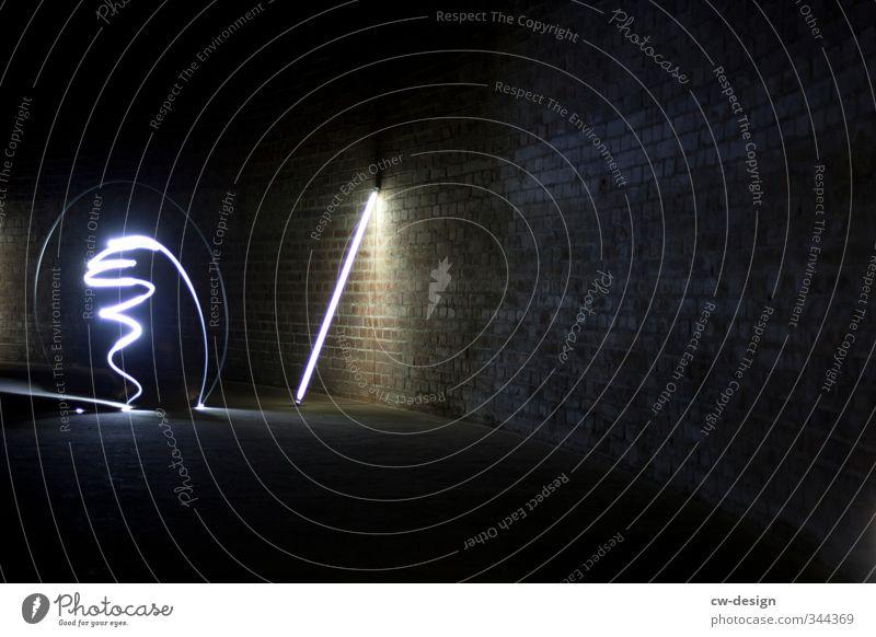 Bewegtes Licht Stil Freizeit & Hobby Nachtleben Entertainment Zeichen Linie Surrealismus Lichtmalerei Farbfoto Gedeckte Farben Innenaufnahme Experiment