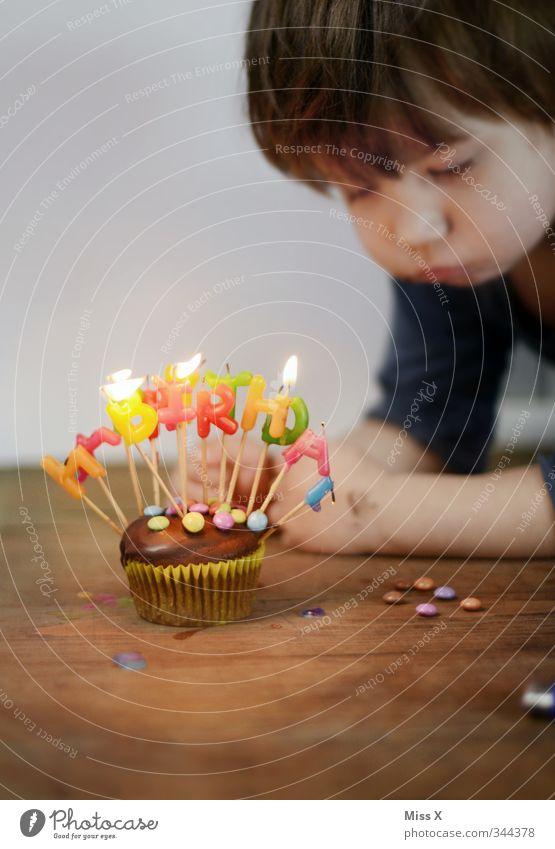 Happy Birthday Mensch Kind Gefühle Glück Feste & Feiern Stimmung Lebensmittel Kindheit Geburtstag leuchten Ernährung niedlich süß Kerze Kleinkind Süßwaren