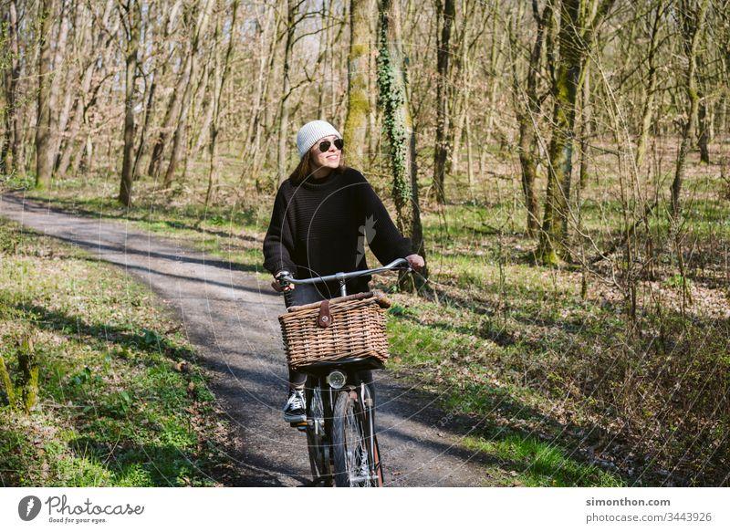 Fahrradtour Gesundheit frische Luft glücklich Spaß haben Lifestyle sportlich Bewegung Straßenverkehr Verkehrsmittel Mobilität Farbfoto Freizeit & Hobby