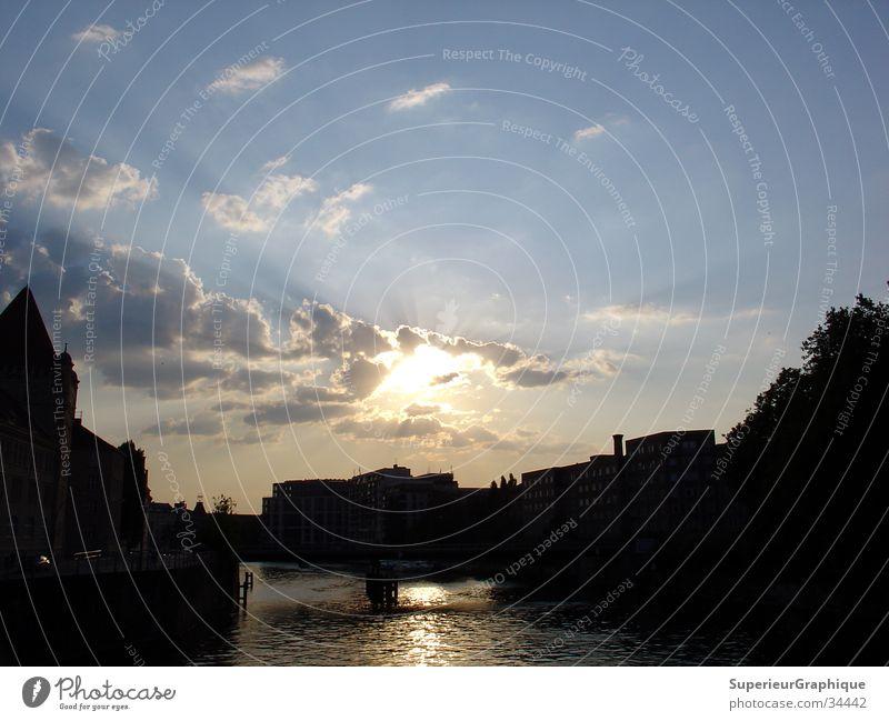 sunset in mitte Wasser Himmel Sonne Haus Wolken Berlin Beleuchtung Spree