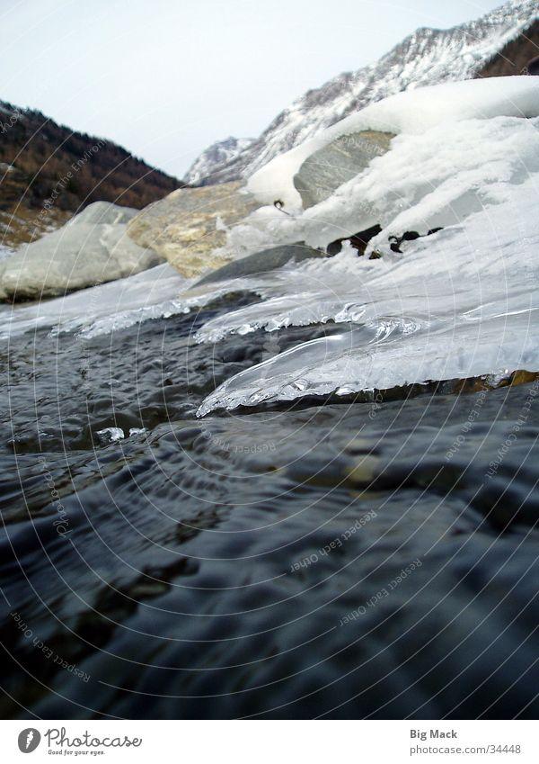 Gebirgsbach im Winter Schnee Berge u. Gebirge Stein Eis Fluss Bach