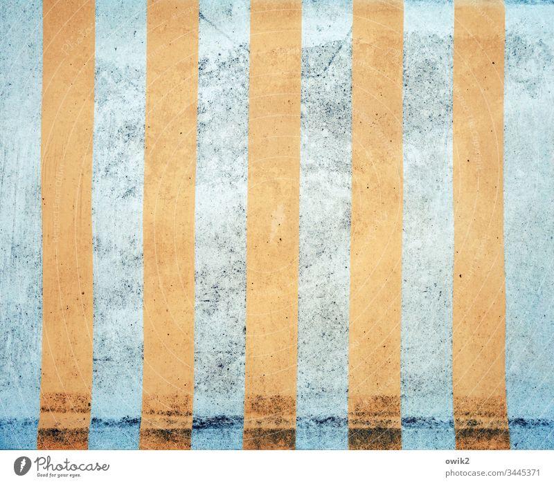 I I I I I Pane alt dreckig Linien orange blau Gedeckte Farben Außenaufnahme Menschenleer Farbfoto Verfall kaputt verfallen Hollywoodschaukel einfach Deko Muster