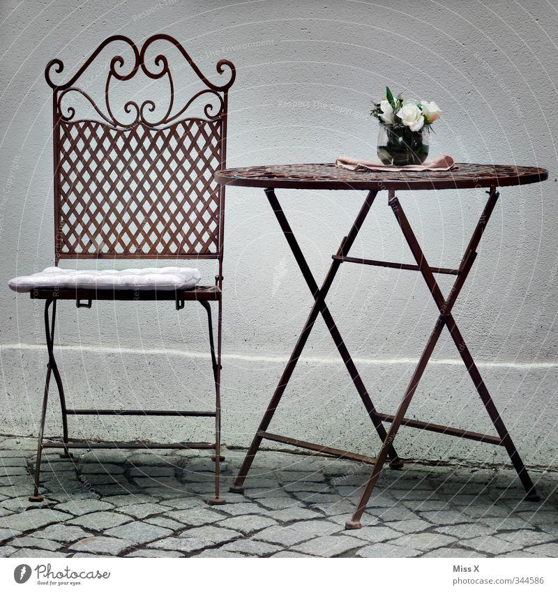 Sitzplatz Häusliches Leben Wohnung einrichten Möbel Stuhl Tisch Restaurant sitzen Gartenstuhl Eisenstuhl Klapptisch Café Dekoration & Verzierung Straßencafé