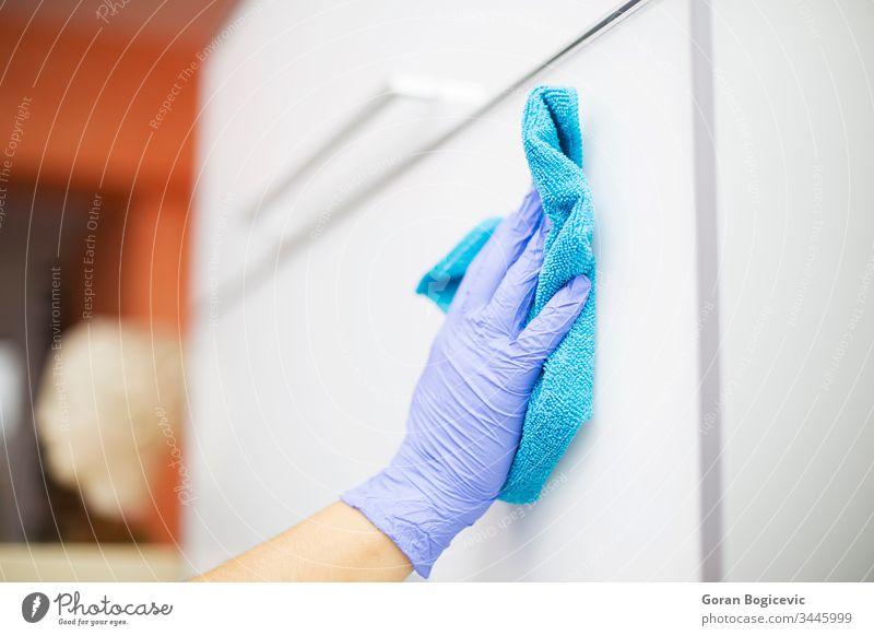 Reinigung der Zahnarztpraxis Flasche Sauberkeit Raumpfleger Reinlichkeit Nahaufnahme Spülmittel heimisch Frau heimwärts Haus Hausreinigung Haushalt