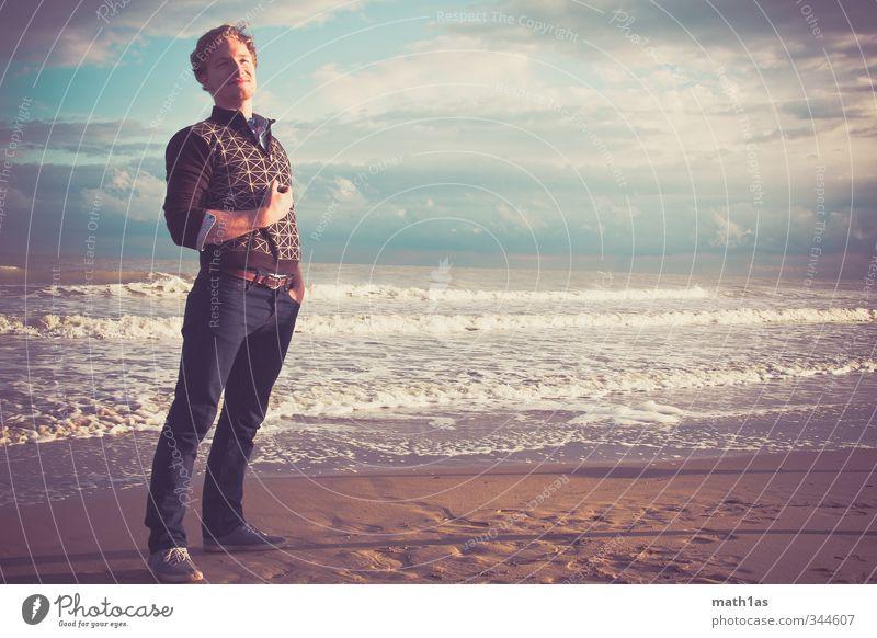 Der König Mann Jugendliche Ferien & Urlaub & Reisen Sommer Meer Erholung Strand Erwachsene Gefühle 18-30 Jahre Freiheit Glück Stil Stimmung Wellen elegant