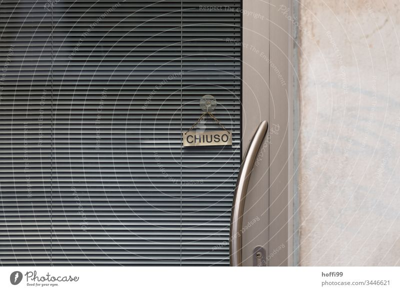 geschlossen - Geschlossenen Geschäft in Venedig Geschäftszeiten Schilder & Markierungen Ladengeschäft Zeichen Warnschild Hinweisschild Schriftzeichen