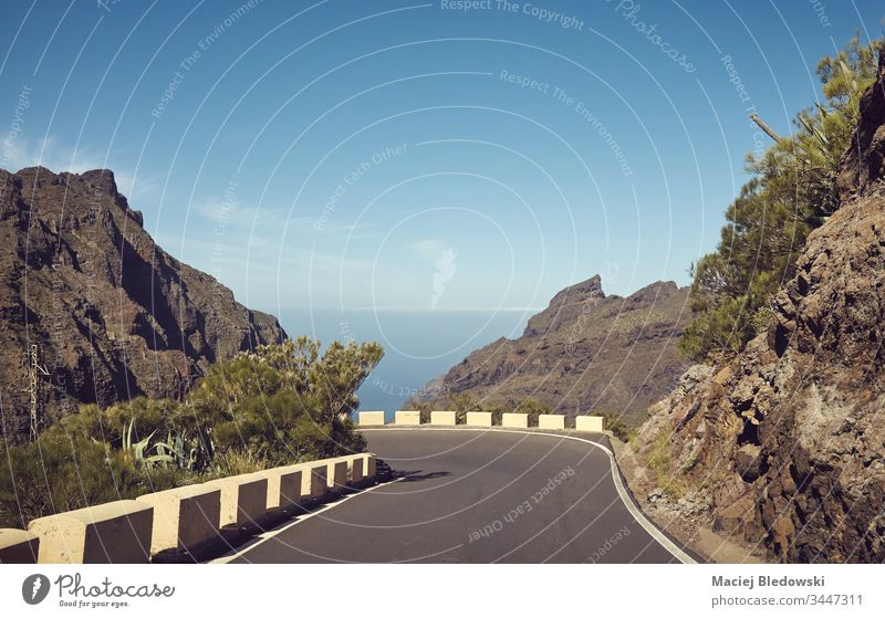Malerische Bergstraße, Teneriffa, Spanien. Straße Ausflug Reise Landschaft Berge u. Gebirge Laufwerk retro gefiltert Urlaub Natur Tag reisen Sommer