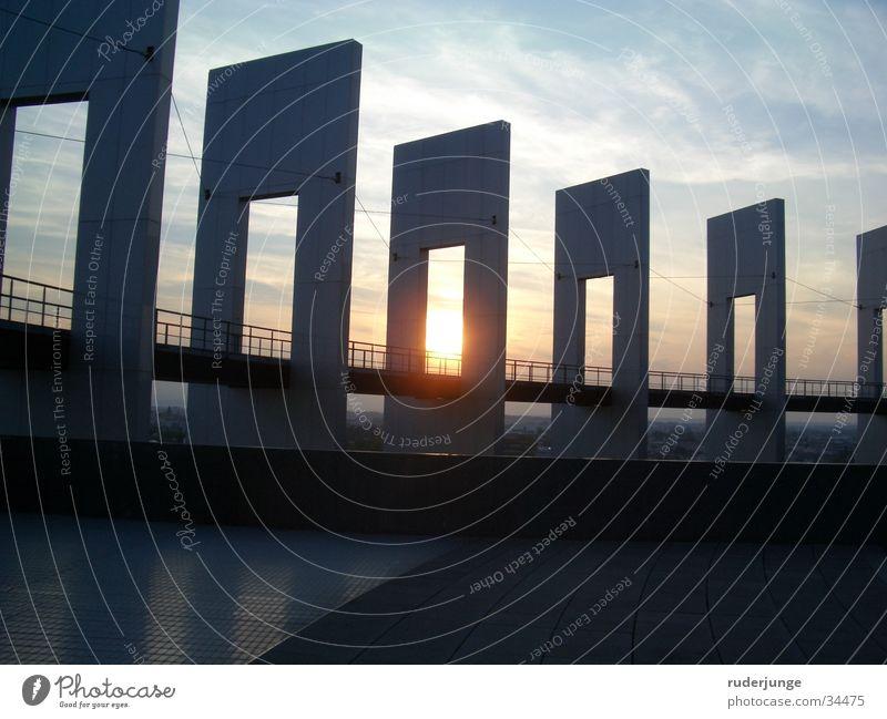 Sonnenuntergang am Europaparlament Himmel grün Haus Wolken dunkel oben Freiheit Gebäude Architektur leer Dach Amerika Frankreich Loch Geländer