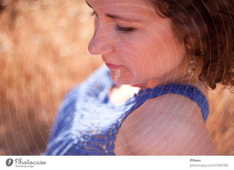 yeah Mensch Natur Jugendliche blau schön Sommer Mädchen Junge Frau Erwachsene Gesicht gelb 18-30 Jahre Liebe Gefühle feminin Gras