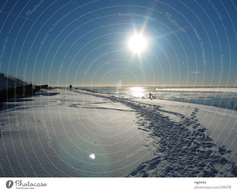 Insel Suomenlinna vor Helsinki, Januar-Sonne Schnee Schneelandschaft Finnland