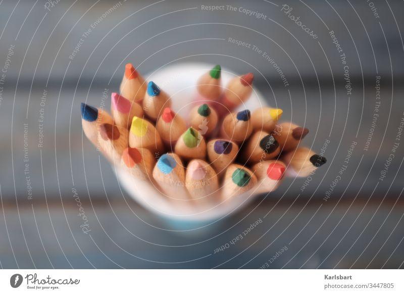 Bunte Ideen Zentralperspektive Licht Farbstift Schreibstift malen zeichnen Kreativität Schreibwaren Kindergarten Kinderzimmer kreativ workshop ideen