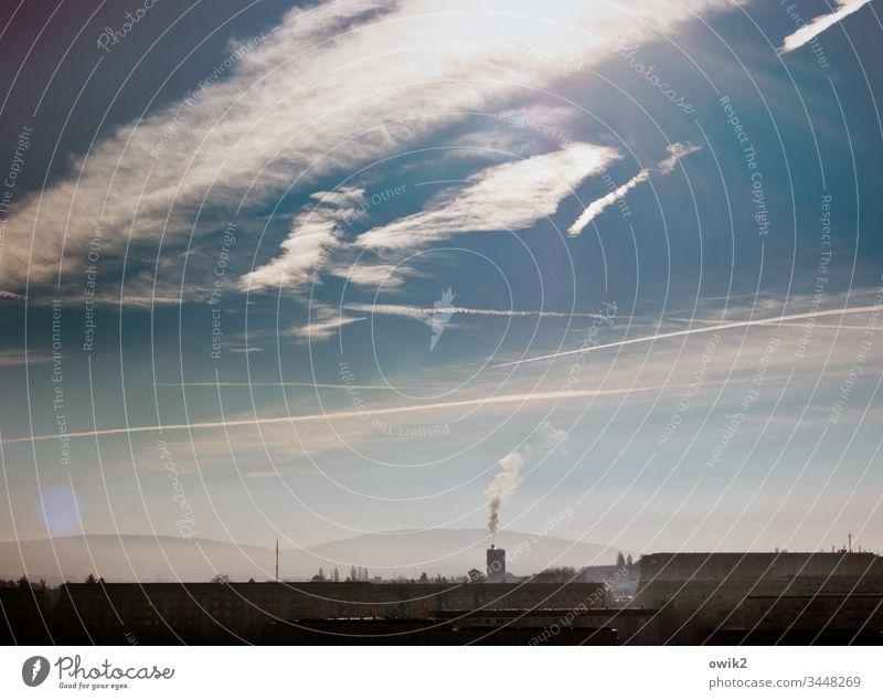 Wölkchen Bautzen Silhouette Rurm Schornstein Esse Rauchwolke Emission Himmel Wolken Sonnenlicht Gegenlicht leuchten strahlen Berge Horizont Lausitzer Bergland