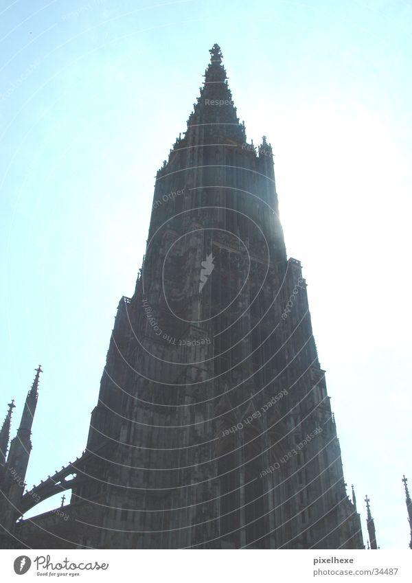 Ulmer Münster vor der Sonne Religion & Glaube Wahrzeichen Gotteshäuser Barock Architektur