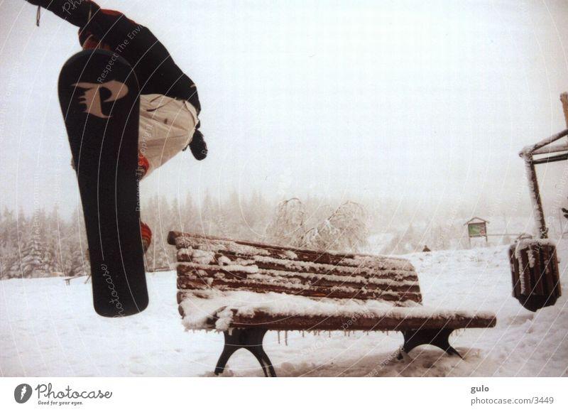 Bank Winter Schnee Stil Sport springen Eis Nebel Körperhaltung Snowboard Freestyle talentiert Parkbank Snowboarding Snowboarder Möbel