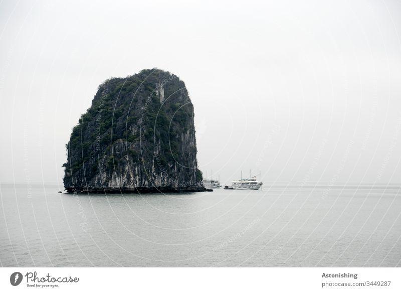 großer Felsen in der Ha Long Bucht, Vietnam Halong Ha-Long Stein Ferien & Urlaub & Reisen Außenaufnahme Asien Halong Bay Natur Meer Landschaft Wasser