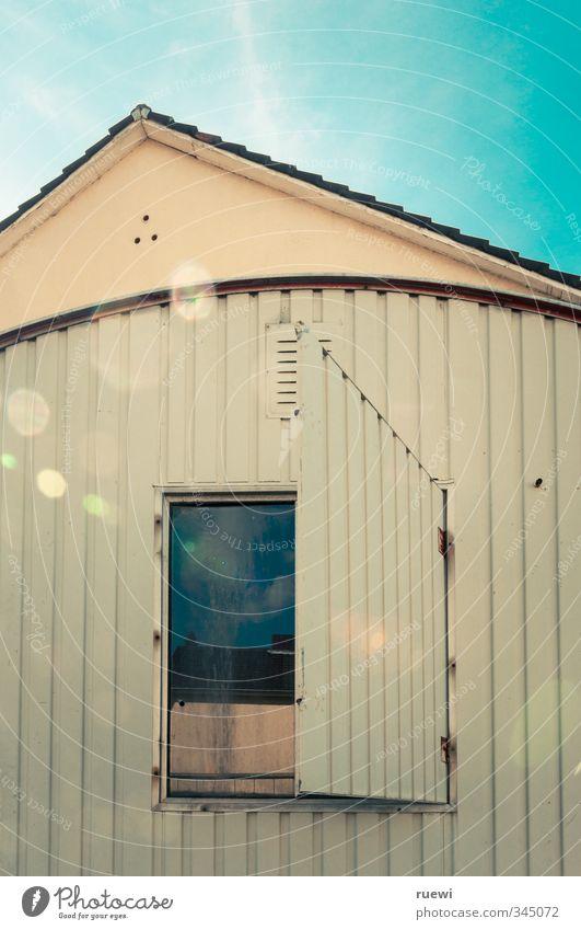 #100 blau Stadt Sommer Sonne Haus Fenster Wand Herbst Frühling Architektur Mauer Stein Metall Arbeit & Erwerbstätigkeit Fassade Dach