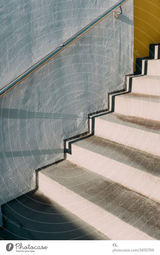 treppe und wand Treppe Wand Handlauf Stein Beton Architektur aufwärts Präzision Metall Genauigkeit Mauer Menschenleer Außenaufnahme Farbfoto Tag Linie