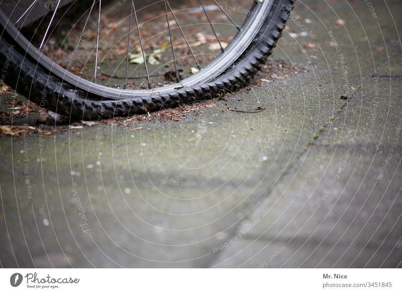 platter Reifen Fahrrad Mountainbike Freizeit & Hobby Fahrradreifen Mobilität Reifenpanne kaputt Herrenfahrrad Fahrradfahren Verkehr Verkehrsmittel Panne