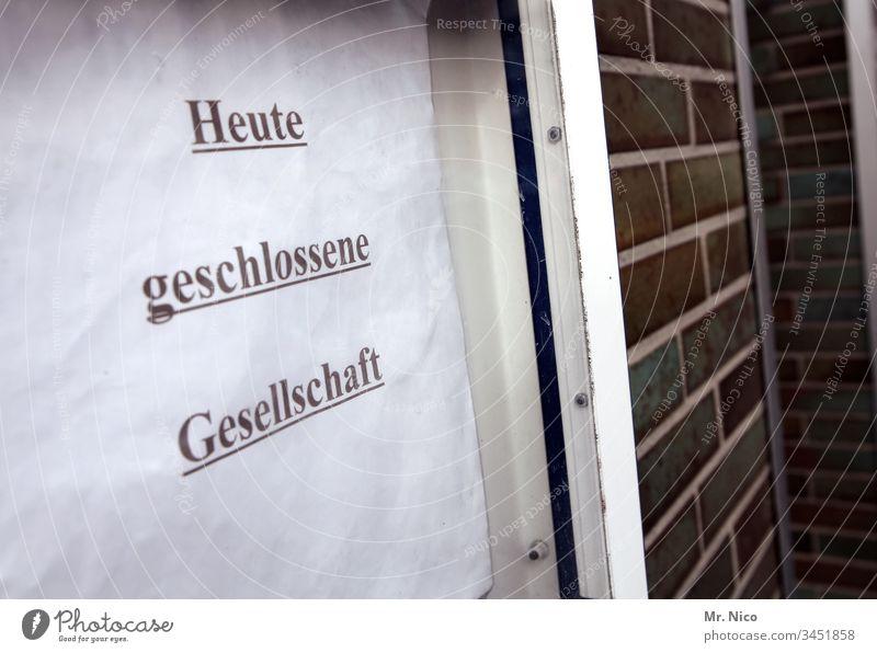 Geschlossene Gesellschaft geschlossene gesellschaft Hinweisschild Lokal Schilder & Markierungen Schriftzeichen Gesellschaft (Soziologie) Kommunizieren