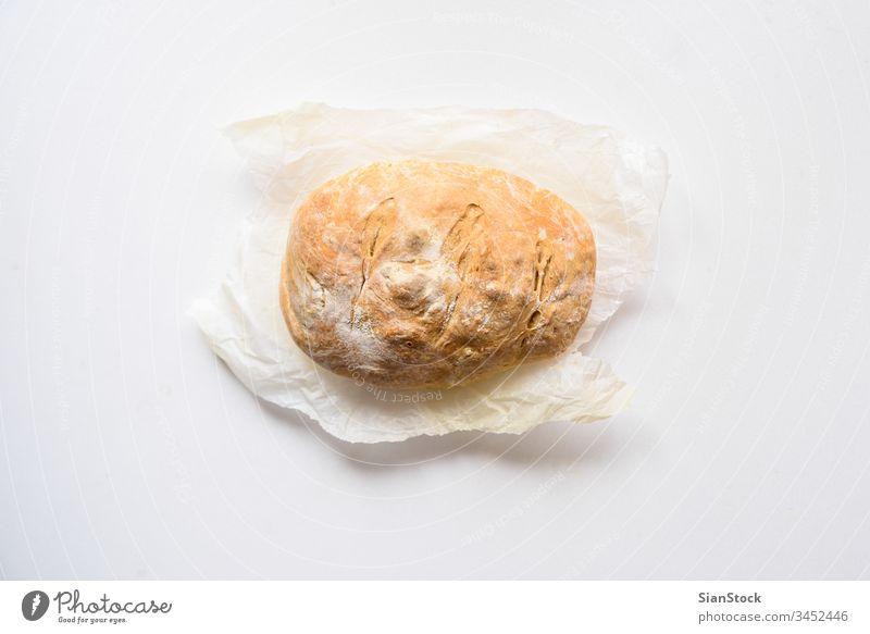 Frisch gebackenes Brot isoliert auf weißem Hintergrund, Draufsicht heimwärts Küche Halt Essen zubereiten essen Frau Hand frisch Gesundheit Lebensmittel braun