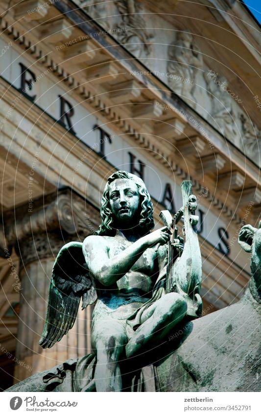 Bacchus auf dem Panther vor dem Konzerthaus architektur außen berlin city frühjahr frühling gendarmenmarkt hauptstadt innenstadt klassizismus konzerthaus