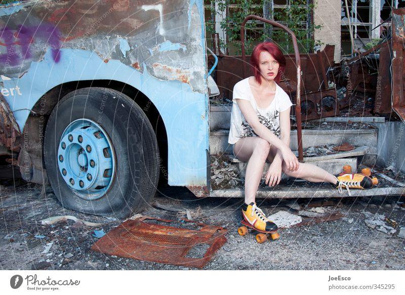 #345295 Frau Ferien & Urlaub & Reisen schön Erwachsene Musik sitzen Verkehr Tourismus Lifestyle Ausflug beobachten einzigartig Neugier trendy positiv Fernweh