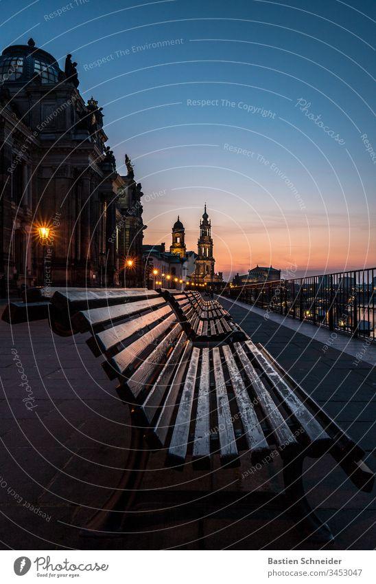 Blick auf die Altstadt von Dresden, Brühlsche Terrasse, Sachsen, Deutschland ästhetisch Detailaufnahme Semperoper Zufriedenheit Elbe Illumination Ausflug Abend