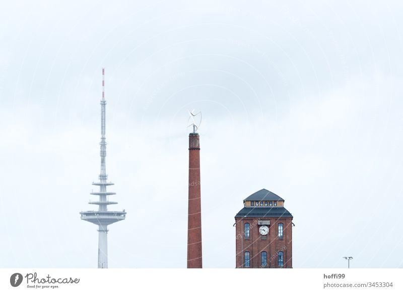 drei Türme mit Straßenlampe Stadtszene städtisches Stilleben städtischer Chic Fernsehturm Fernmeldeturm Schornstein Kesselhalle Bremen Minimalismus Skyline