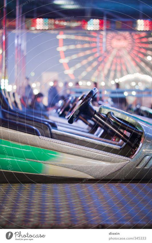 auf Konfrontationskurs Freude Freizeit & Hobby Fröhlichkeit Lebensfreude Jahrmarkt Riesenrad Fahrgeschäfte Auto-Skooter