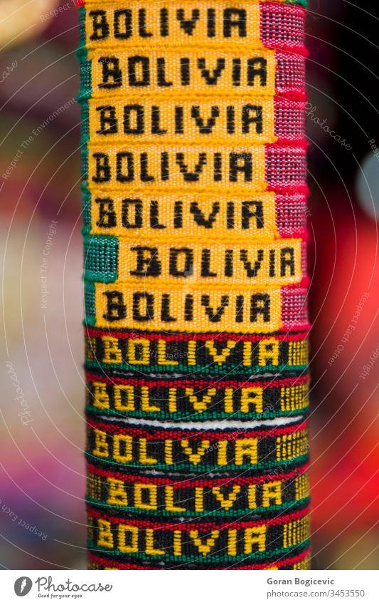 Bunte Souvenirs auf dem Markt in Copacabana, Bolivien amerika Amerikaner andin Anden Kunstgewerbler authentisch bolivianisch Stoff Farbe farbenfroh Handwerk