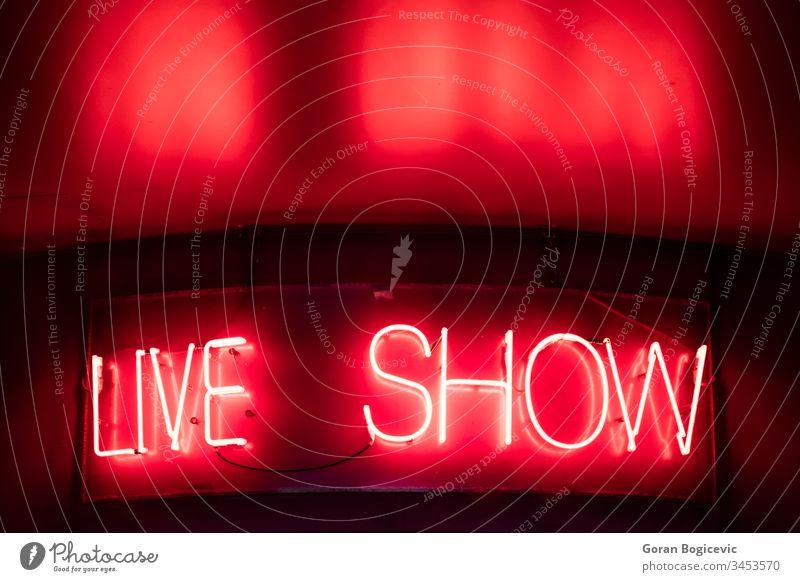 Live-Schild live zeigen Zeichen neonfarbig abstrakt hell Bar Licht Werbung Text glänzend glühend Nachtleben signalisieren kennzeichnen beleuchtet Konzept Farbe