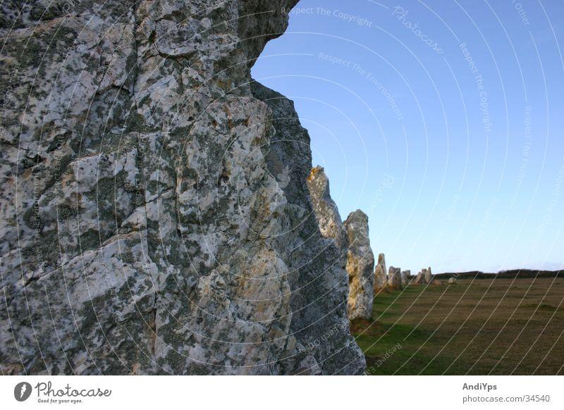 Menhir auf der Halbinsel Crozon blau Stein Frankreich Vergangenheit historisch mystisch Bretagne Kelten Finistere Crozon Halbinsel