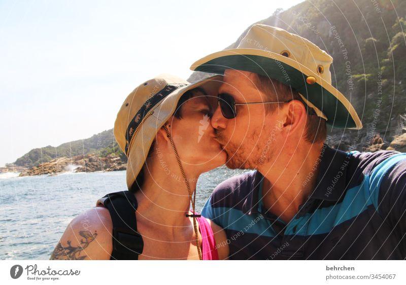 love is all around liebevoll Leidenschaft sanft Berührung zärtlich Zärtlichkeiten Küssen Sexualität Sommer Lächeln zufrieden Glück glücklich Paar Gefühle