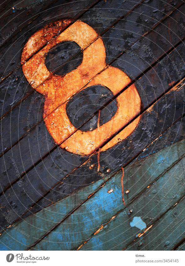 abgestorben | Planke 8 planke holz zahl wrack bootswand verrottet alt trashig kaputt seeuntüchtig diagonal farbe orange