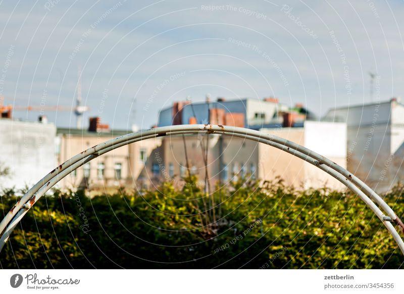 Fernsehturm vom Kreuzberg außen berlin city fernsehturm frühjahr frühling hauptstadt innenstadt menschenleer städtereise textfreiraum tourismus touristik wohnen