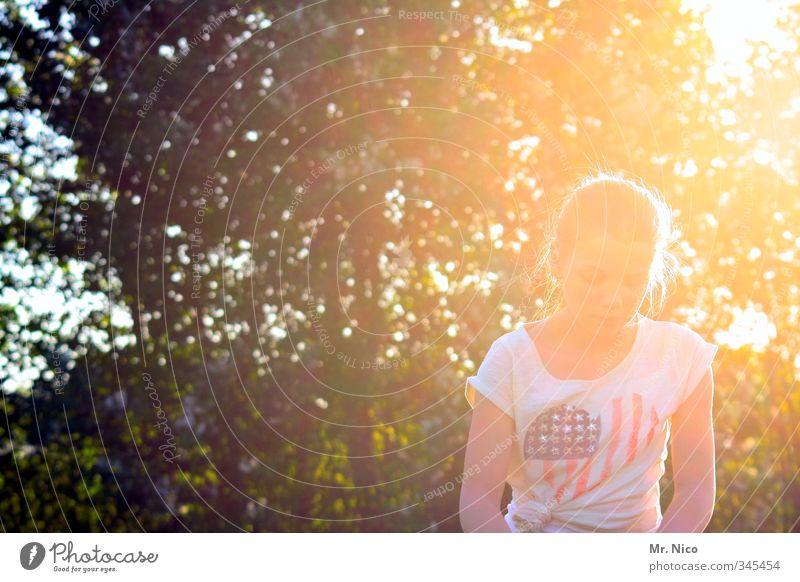cosmic girl Lifestyle Ferien & Urlaub & Reisen Sommer Garten feminin Jugendliche 1 Mensch Umwelt Natur Sonnenlicht Klima Schönes Wetter Baum Park Mode T-Shirt