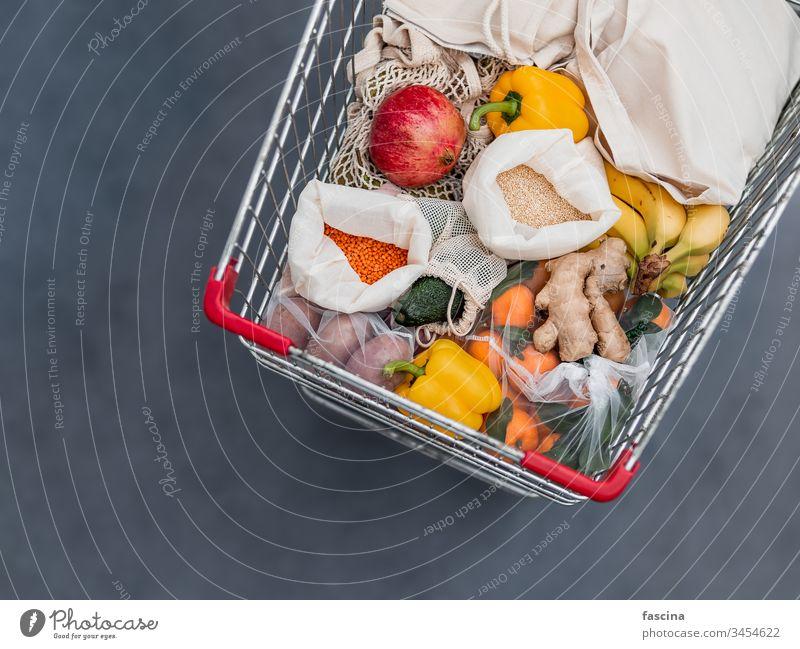 Lebensmittelabfälle, Null-Abfall-Einkauf im Supermarkt Öko-Tasche Einkaufswagen keine Verschwendung Handwagen Karre Frucht Gemüse wiederverwendbar Taschen